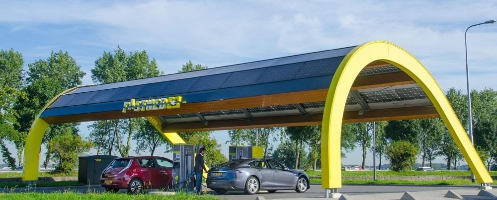 Elektrisch snelladen bij FastNed Nederland