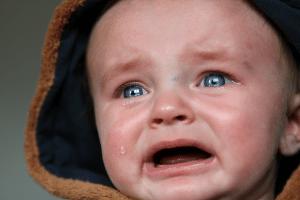 Telefoneren met huilende kinderen