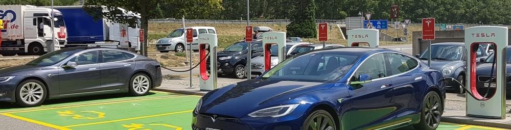 Volledig Elektrische Auto In De Stroomversnelling O A Door Lage