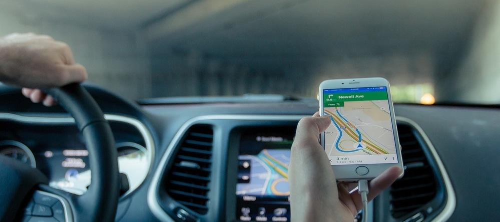 navigeren tijdens autorijden
