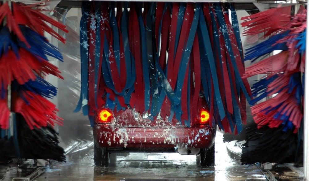 waarom wekelijks auto wassen belangrijk is