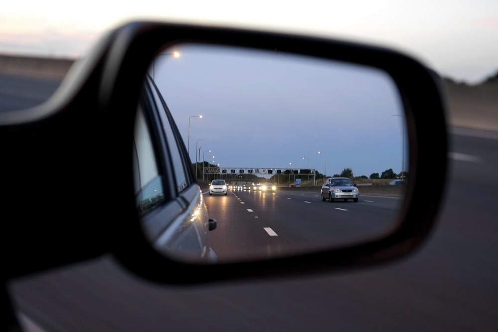 Hoe kun je het beste de autospiegels afstellen?