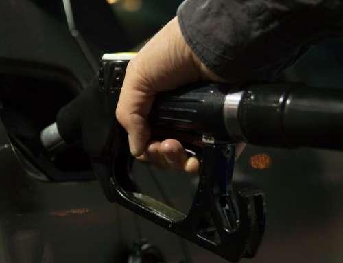 Zeven trucs om geld te besparen op de tank prijzen