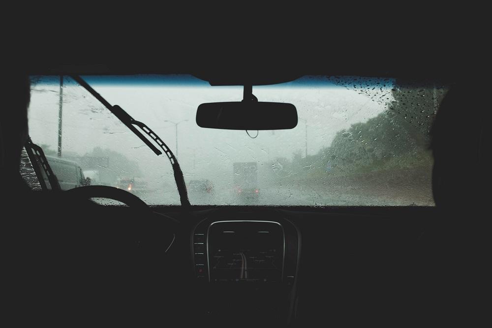 Negen tips om met regen in de auto te rijden