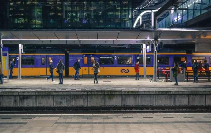 De nieuwe NS dienstregeling en de nieuwe reeks auto kentekens