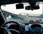 Vier soorten telefoonhouders voor in de auto