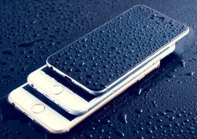 Bizar: het testen van een waterdichte smartphone door een app